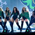 Le groupe Little Mix (Leigh-Anne Pinnock, Jesy Nelson, Perrie Edwards et Jade Thirlwall) à la Cérémonie des BRIT Awards 2016 à l'O2 Arena à Londres, le 24 février 2016.