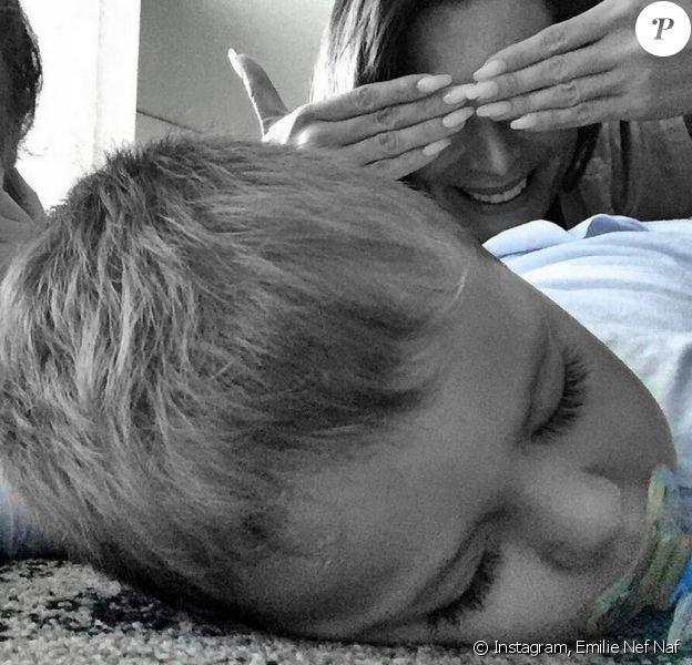 Emilie Nef Nef, de retour de vacances, a retrouvé ses enfants Maëlla et Menzo à Milan, photo postée sur Instagram le 24 juilet 2016.
