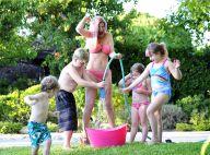 Tori Spelling : Bataille d'eau en famille, elle parade en bikini