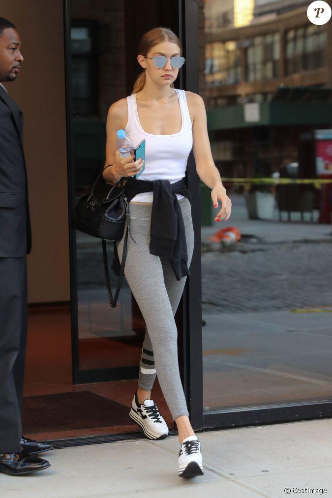 Gigi Hadid En Tenue D Contract E Mais Tr S Maquill E Se Prom Ne Dans Les Rues De New York Le 19