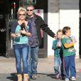 Britney Spears fait du shopping avec ses enfants Sean Preston et Jayden James dans une animalerie a Los Angeles le 18 Novembre 2012.