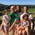 Le prince Joachim et la princesse Marie de Danemark avec leurs enfants le prince Henrik et la princesse Athena en vacances au château de Cayx en juillet 2016 avec le prince consort Henrik. Photo Instagram cour royale de Danemark.