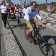 Le prince Joachim et la princesse Marie à vélo. La famille royale de Danemark, sous la houlette du prince Frederik, inaugurait le 2 août 2016 le pavillon danois Heart of Danemark sur la plage d'Ipanema, à Rio de Janeiro, installé dans le cadre des Jeux olympiques.
