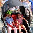 Le prince Henrik et la princesse Athena, tractés par leur père le prince Joachim. La famille royale de Danemark, sous la houlette du prince Frederik, inaugurait le 2 août 2016 le pavillon danois Heart of Danemark sur la plage d'Ipanema, à Rio de Janeiro, installé dans le cadre des Jeux olympiques.
