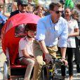 Le prince Felix se fait tracter par son père le prince Joachim. La famille royale de Danemark, sous la houlette du prince Frederik, inaugurait le 2 août 2016 le pavillon danois Heart of Danemark sur la plage d'Ipanema, à Rio de Janeiro, installé dans le cadre des Jeux olympiques.
