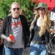 Gregg Allman et sa petite amie Shannon dans les rues de New York le 11 juin 2016