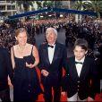 Daniel Toscan du Plantier et sa femme Sophie avec leurs fils à Cannes en 1994.