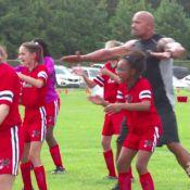 Dwayne Johnson: Haka incroyable avec des fillettes sur le tournage de Furious 8