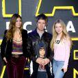 Noel Gallagher, son épouse Sara MacDonald, leur fils Donovan et Anaïs (fille de Noel) à Londres, le 16 décembre 2015.