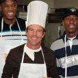 Dennis Quaid prépare un repas de Thankgiving pour le quartier de Harlem à NYC