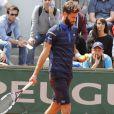 Shy'm regarde son chéri Benoit Paire à Roland-Garros le 25 mai 2016.