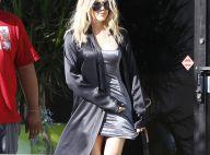 Khloé Kardashian : Nuisette, peignoir et claquettes... Son improbable look !