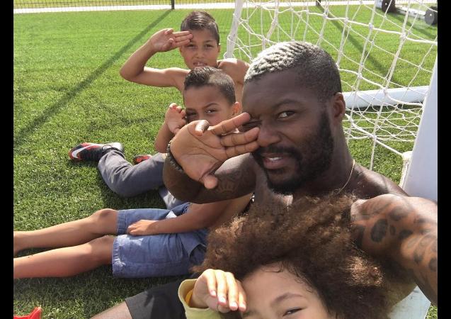 Photo de Djibril Cissé et ses trois garçons publiée le 16 août 2016.