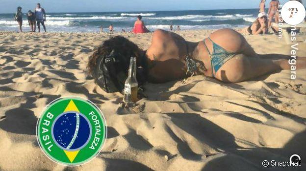Thomas Vergara poste une photo très sexy de sa Nabilla. Le couple était en vacances au Brésil. Août 2016.