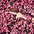 Léa Seydoux pose pour la campagne publicitaire du nouveau parfum ROSE DES VENTS de Louis Vuitton.