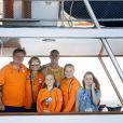 Le roi Willem Alexander, la reine Maxima, Dorian van Rijsselberghe, et les princesse Alexia, Ariana et Amalia - La famille royale des Pays-Bas félicite le véliplanchiste néerlandais Dorian van Rijsselberghe pour sa performance à Rio le 14 août 2016. 14/08/2016 - Rio de Janeiro