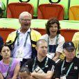 Le roi Carl XVI Gustaf de Suède et la reine Silvia assistent au match de qualifications de handball du groupe B, entre la Suède et le Brésil, lors des Jeux Olympiques (JO) 2016 de Rio de Janeiro. Le 15 août 2016.