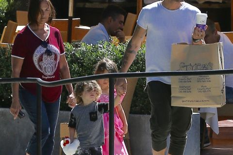 Brian Austin Green et Megan Fox : Leur fils Noah ne sort plus sans sa robe !