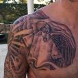 Le nouveau tatouage de M. Pokora, réalisé par Romain Kew et Klain, août 2016.