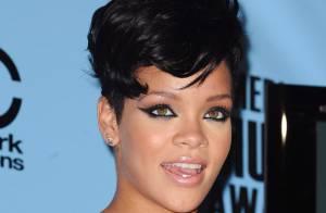 REPORTAGE PHOTOS : Rihanna, si un fil de corset avait lâché, elle était... topless en public !
