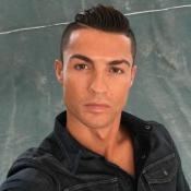 """Cristiano Ronaldo, un visage trop """"plastique"""" ? L'art difficile du selfie..."""