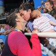 Nicole Johnson et Michael Phelps avec le petit Boomer à Rio, le 9 août 2016