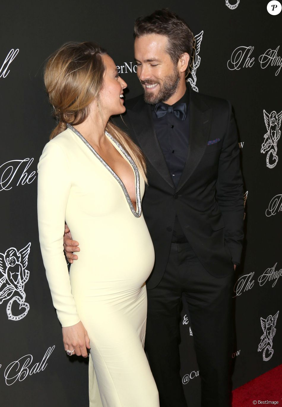 "Blake Lively (enceinte) (robe Gucci, bijoux Lorraine Schwartz) et son mari Ryan Reynolds (smoking Gucci) à la soirée ""Angel Ball 2014"" à New York, le 20 octobre 2014"