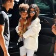 Kim Kardashian se promène avec sa fille North West à New York le 2 septembre 2016.