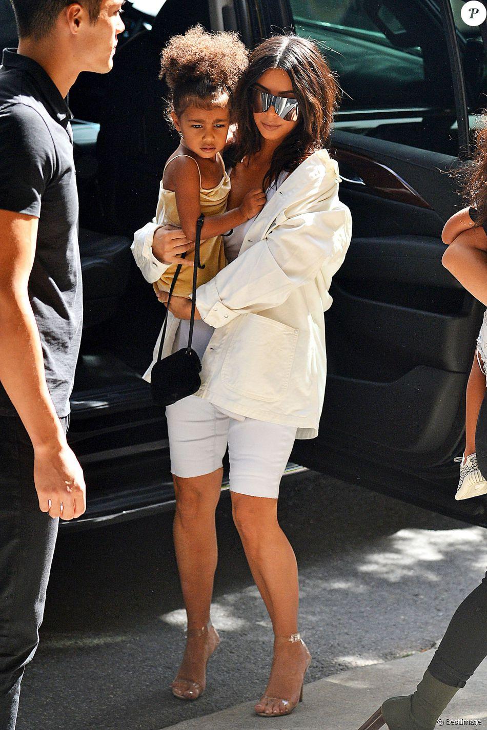 Kim Kardashian North West 3 Ans Seulement Et D J Un Sac Hors De Prix Au Bras Purepeople