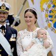 Le prince Carl Philip et la princesse Sofia de Suède avec leur fils le prince Alexander lors de son baptême le 9 septembre 2016 en la chapelle royale du palais Drottningholm à Stockholm.