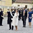 Le prince Carl Philip et la princesse Sofia de Suède lors du baptême de leur fils, le prince Alexander de Suède, au palais Drottningholm à Stockholm le 9 septembre 2016, suivis par Victor Magnuson (parrain) et Lina Hellqvist (marraine).