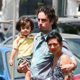 Wade Robson avec sa femme et son fils dans les rues de Hawai, le 17 mai 2013