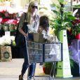 Exclusif - Kimberly Stewart fait du shopping avec sa fille Delilah Del Toro chez Whole Foods à Beverly Hills, le 10 juillet 2016