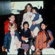 Mia Farrow avec ses enfants en 1994.