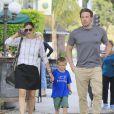Exclusif - Jennifer Garner et son ex mari Ben Affleck se retrouvent pour le petit déjeuner avec leur fils Samuel à Brentwood, le 22 septembre 2016