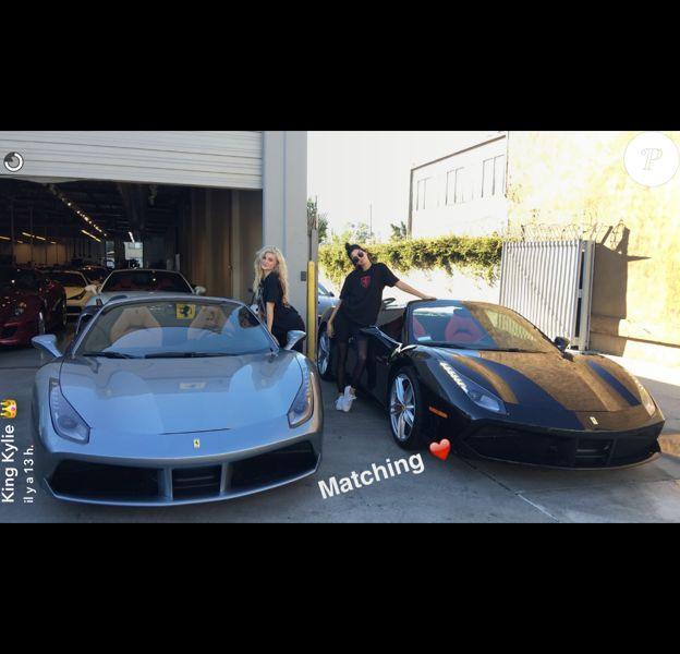 Kylie et Kendall Jenner achètent deux Ferrari assorties le 24 septembre 2016.