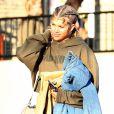 Sofia Richie fume une cigarette et prend une pause sur un tournage à Los Angeles, le 14 septembre 2016