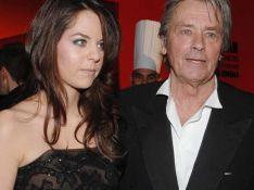 PHOTOS : Alain Delon, Bruce Willis et leurs filles Anouchka et Scout Larue, ont donné le tournis au bal des débutantes ! (réactualisé avec + photos )
