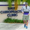 Exclusif - Le photographe Manuel Munoz sort d'une clinique de chiropratique, à Miami le 16 mai 2014. On apprend que le photographe poursuit en justice Justin Bieber et son garde du corps Dwayne Patterson car ils l'auraient attaqué et tenté de voler son équipement photographique. Il semble que le photographe suive un traitement pour ses genoux en raison des blessures lors de l'attaque. Manuel Munoz assure que Dwayne lui a demandé de supprimer les photos qu'ils avaient prises lorsque le chanteur sortait d'un nightclub. Le garde du corps l'aurait alors enfermé dans un restaurant, le frappant, avant de retirer de force la carte mémoire de l'appareil