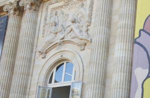 Mathilde de Belgique à Paris, élégante à la poursuite d'Hergé et Magritte