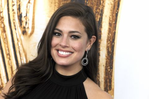 Ashley Graham coquine à Cancun : Son anniversaire topless