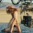 """Making of : Charlize Theron, photographiée par Jean-Baptiste Mondino, pour la nouvelle campagne du parfum """"J'adore"""" de Christian Dior, octobre 2016."""