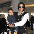 La chanteuse Ciara et son fils Future Wilburn à l'aéroport de Los Angeles le 15 janvier 201
