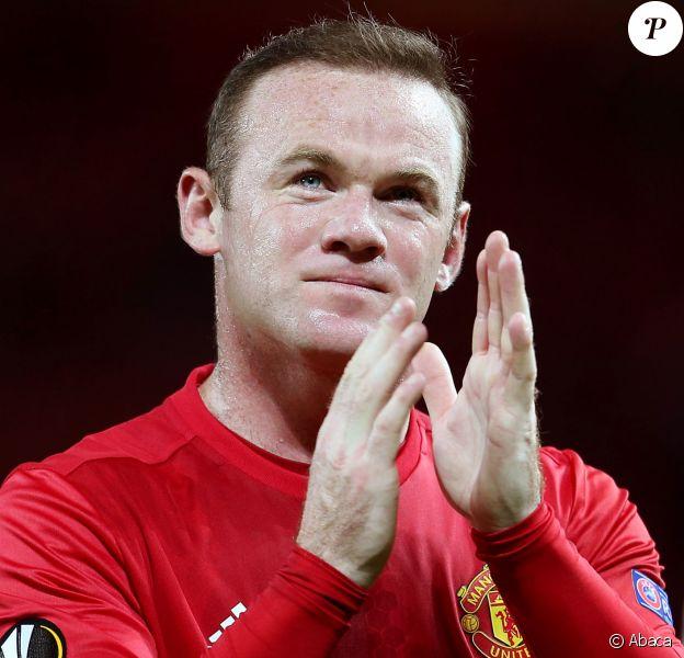 Wayne Rooney applaudit les fans de Manchester United après un match le 29 septembre 2016.