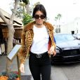 Kendall Jenner et Scott Disick font du shopping chez Barneys New York à Beverly Hills, le 12 octobre 2016.