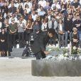 Des élèves du lycée Massena déposent 86 roses pour rendre hommage aux 86 victimes. - François Hollande lors de l'hommage National aux victimes de l'attentat de Nice à Nice le 15 octobre 2016