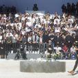 Des élèves du lycée Massena déposent 86 roses pour rendre hommage aux 86 victimes - François Hollande lors de l'hommage National aux victimes de l'attentat de Nice à Nice le 15 octobre 2016