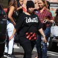 Exclusif - Blac Chyna très enceinte à la sortie d'un centre médical avec des amis à Santa Monica. Blac Chyna jalouse balance le numéro de son fiancé Rob Kardashian sur Twitter. Elle a rendu son numéro de portable public pour qu'il cesse de recevoir des messages d'autres femmes! Le 30 septembre 2016