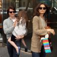 Tom Cruise et Katie Holmes et leur fille Suri au Dylan's Candy Bar, à New York, NYle 13 avril 2011