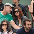 Info - Jean-Marc Barr est papa d'un petit Jude - Jean-Marc Barr et sa compagne Stella - People aux Internationaux de France de tennis de Roland Garros à Paris, le 1er juin 2014.